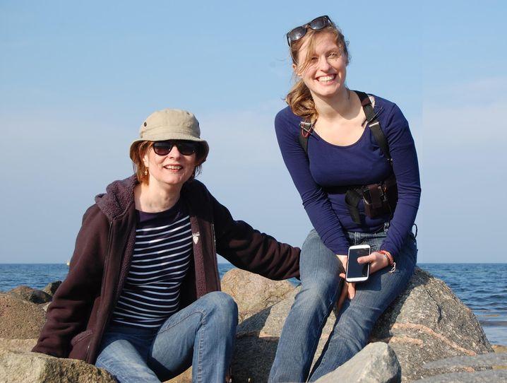 Anna und Dindia Gutmann während einer Wanderung.