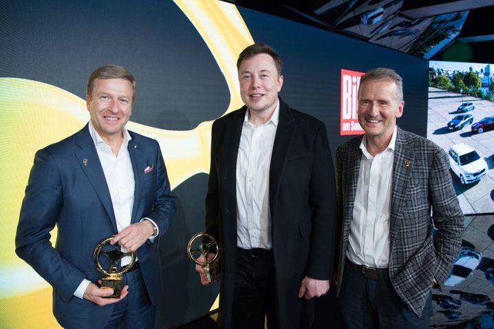 Automanager unter sich: BMW-Chef Oliver Zipse, Tesla-CEO Elon Musk und Volkswagen-Vorstandsvorsitzender Herbert Diess in dieser Woche in Berlin (v. l. n. r.).