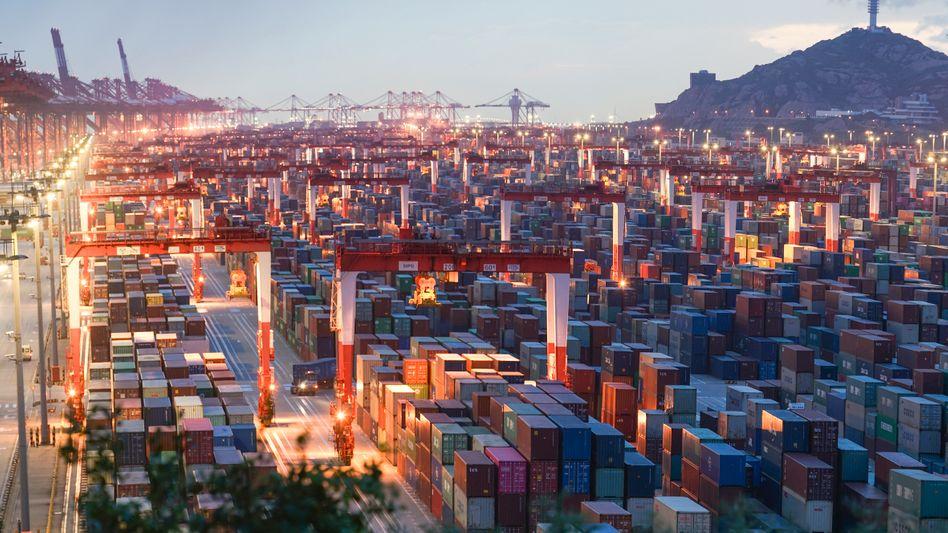 Tor zur Welt: Containerhafen in Shanghai.