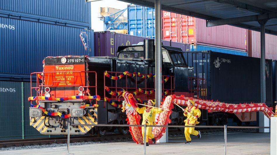 """Ankuft des """"Yuxinou"""" in Duisburg: Die Ankuft des Güterzuges aus dem chinesischen Chongqing wurde groß gefeiert"""