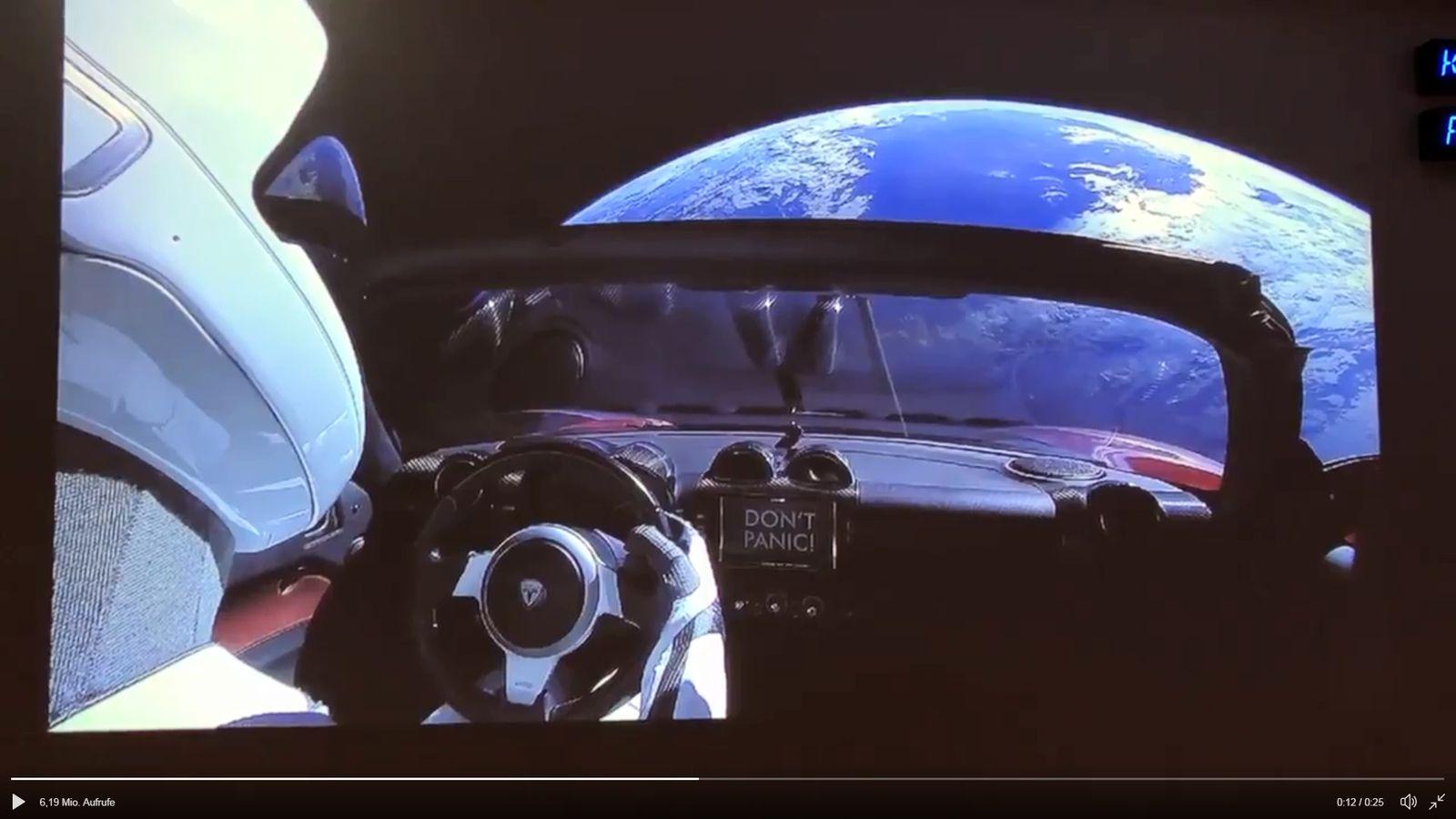 SCREENSHOT Twitter-Video von Elon Musk zum ersten Tesla im Weltall - DONT PANIC