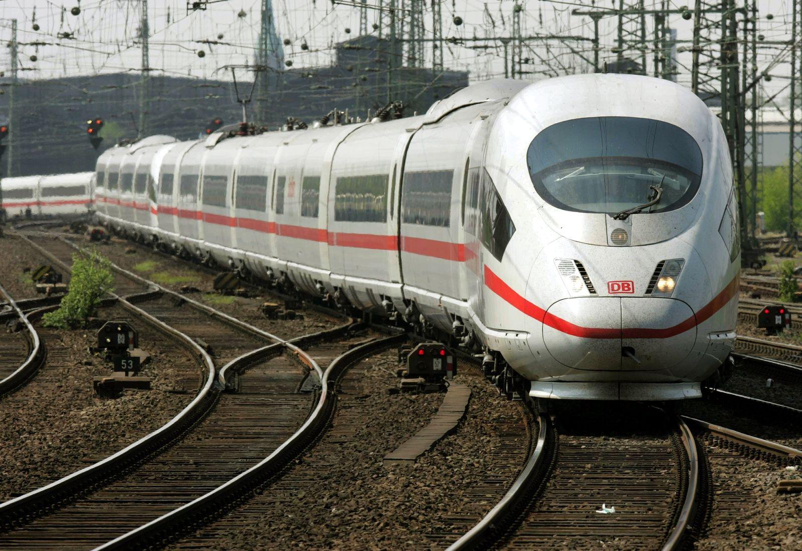 ICE / Zug / Deutsche Bahn