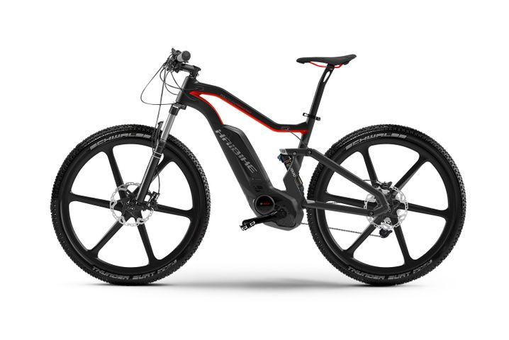 Haibike Xduro FullSeven Carbon Ultimate: Außer Konkurrenz, da mit Elektroantrieb - und jeder Menge Fahrspaß für knapp 15.000 Euro.