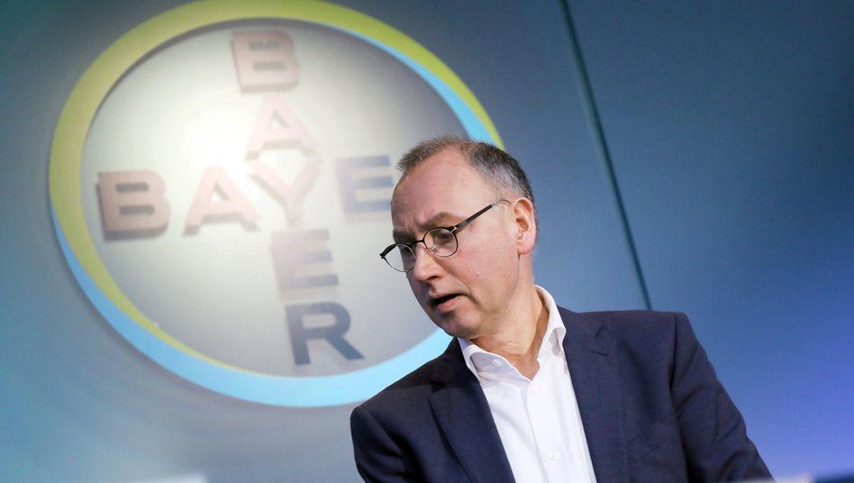 """Bayer-Chef Werner Baumann: """"Wir müssen unsere Kostenstrukturen an die veränderten Marktbedingungen anpassen und gleichzeitig Mittel für weitere Investitionen in Innovation und Wachstum bereitstellen"""""""