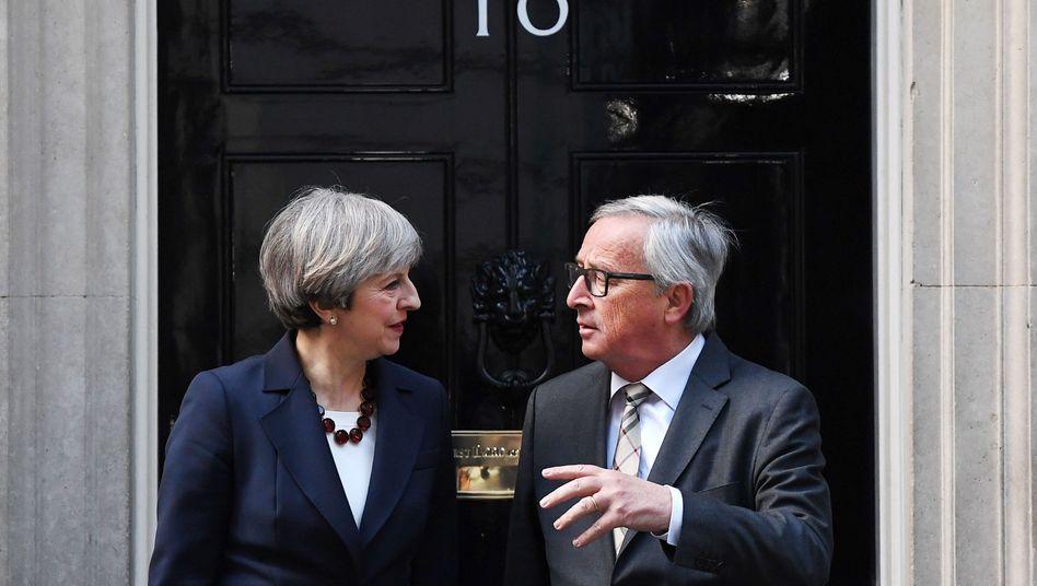 Theresa May (l.), Jean-Claude Juncker