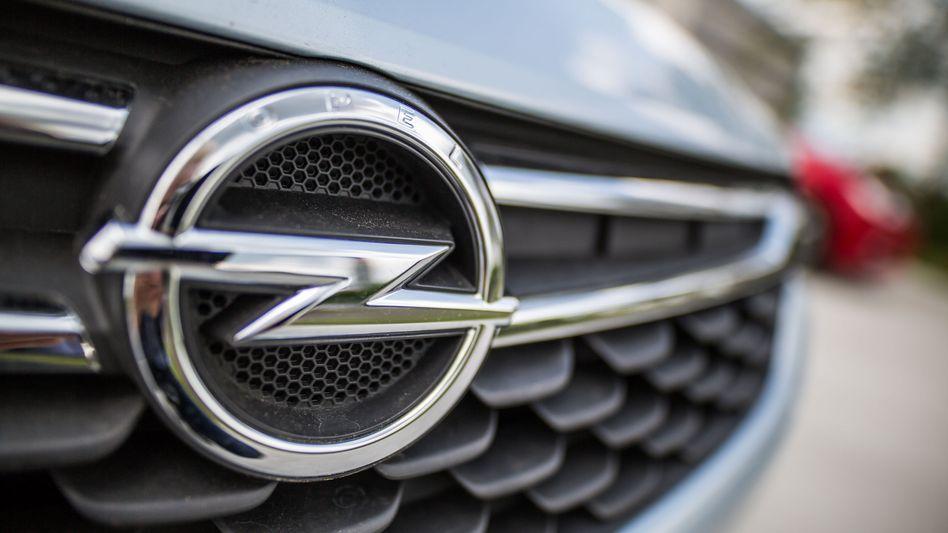 Opel-Logo auf einem Kühlergrill