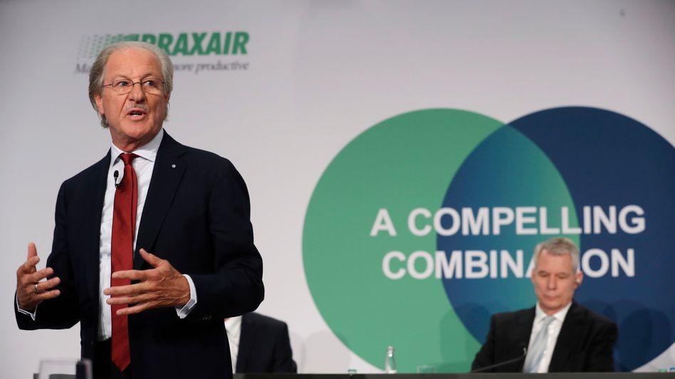 Reizvolle Verbindung: Linde-Chairman Wolfgang Reitzle (links) und CEO Steve Angel werben 2017 für die Fusion zwischen Linde und Praxair - und haben damit Werte gehoben