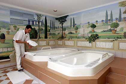 Whirlpools mit Duftwasser: Sprudelnd baden im Brenner's Park-Hotel & und Spa