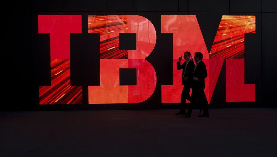 IBM-Logo auf einer Messe: Der Konzern gibt für seine Aktionäre Milliarden aus