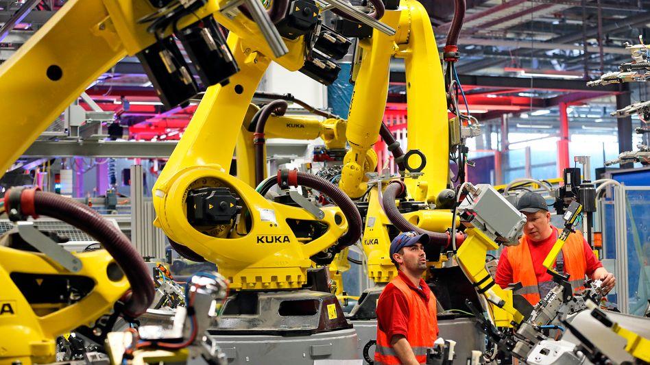 Fertigung bei Porsche: Industrieunternehmen fahren ihre Produktion hoch
