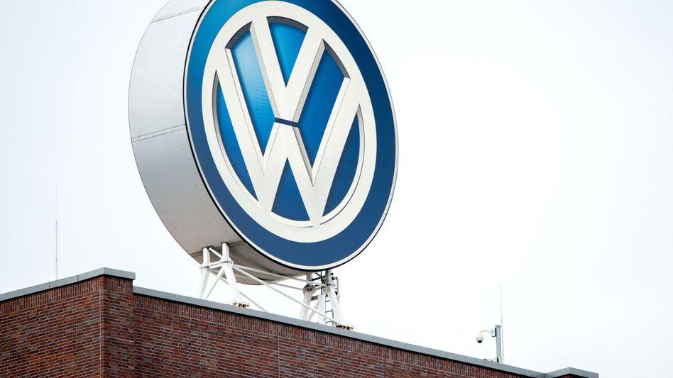 Als betrogener Dieselfahrer gegen den Volkswagen-Konzern zu klagen, kann recht kostspielig werden. In einer Musterfeststellungsklage tragen Verbraucherschützer und ADAC das Prozesskostenrisiko