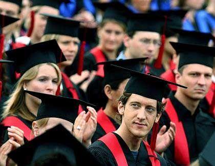 Hochschulabschluss: Teuer, aber immer wichtiger