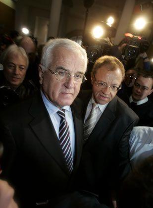 Bewährungs- und Geldstrafe wahrscheinlich: Peter Hartz (links) mit seinem Medienberater Lutz Dreesbach