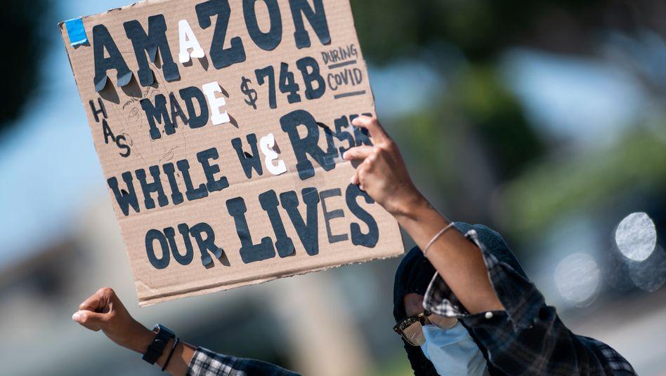 Covid-Streik: Proteste gegen die Arbeitsbedingungen bei Amazon am 1. Mai in Kalifornein