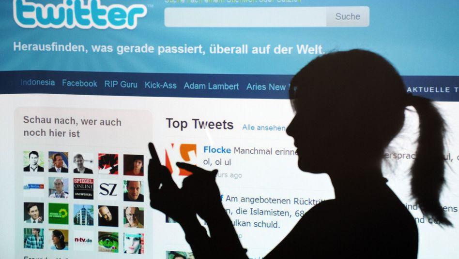 Social Media nimmt Unternehmen immer mehr die Kommunikationshoheit aus den Händen. Allerdings haben die wenigsten Firmen bereits Strategien für diesen Bereich entwickelt