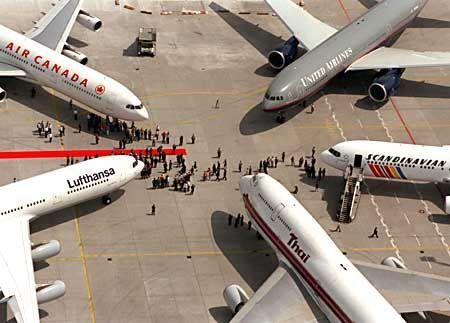 Luftkreuz: Die Star-Partner wollen auf Flughäfen enger zusammenrücken und sich besser verständigen, damit das Umsteigen bequemer wird