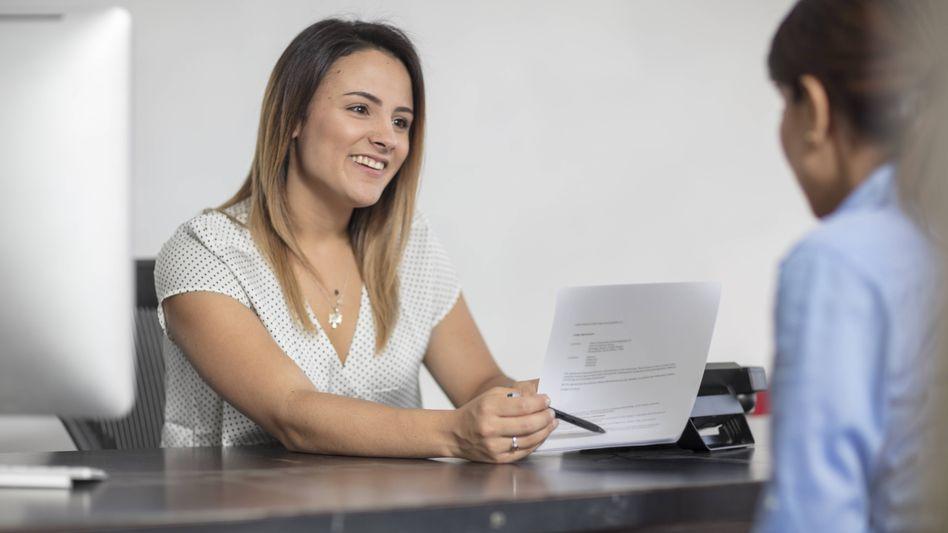 Frauen sind risikoaverser, wenn es um Geldanlagen geht. Rechtfertigt das besondere Beratungsangebote?