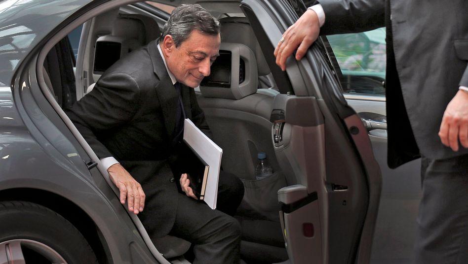 """""""Draghi macht die Euro-Zone zu einer Schulden-Haftungsunion und die EZB durch ihre Anleihekäufe zu einer Bad Bank"""" - vor allem aus der Union prasselt scharfe Kritik auf den EZB-Präsidenten nieder"""