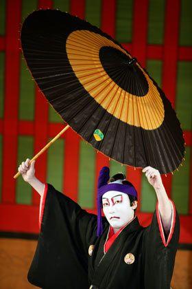 Japanisches Theater: Mit starken Gesten gegen die Wirtschaftskrise