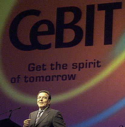 Gerhard Schröder wird sich am Mittwoch über die Neuigkeiten auf der Cebit informieren