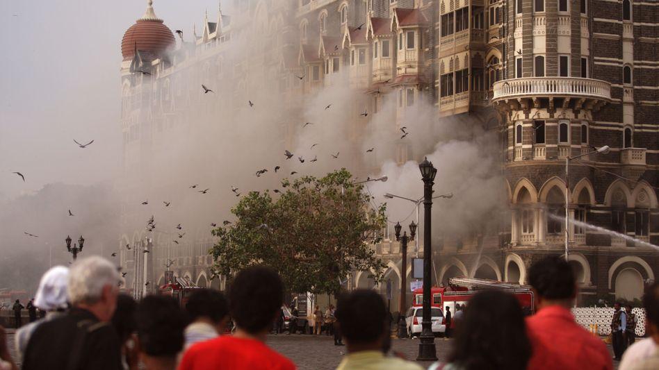 """Das """"Taj Mahal Palace Mumbai"""" brennt, doch die meisten der 1200 bis 1500 Gäste sind in Sicherheit"""