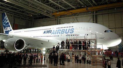 Gigant am Himmel: Der neu Airbus A380 kann mehr Passagiere an Bord nehmen als jedes andere Flugzeug