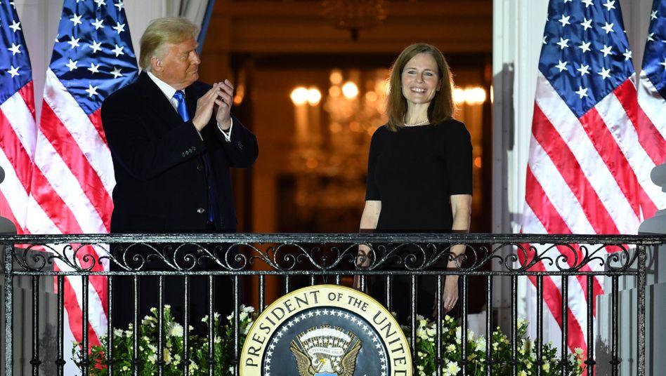 US-Präsident Trump und die neue Verfassungsrichterin Amy Coney Barrett nach ihrer Nominierung für den Supreme Court