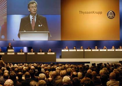 Bedachte Beredsamkeit: Auf der Hauptversammlung von ThyssenKrupp spricht der Aufsichtsrsatsvorsitzende Gerhard Cromme. Er leitet auch die deutsche Corporate-Governance-Kommission