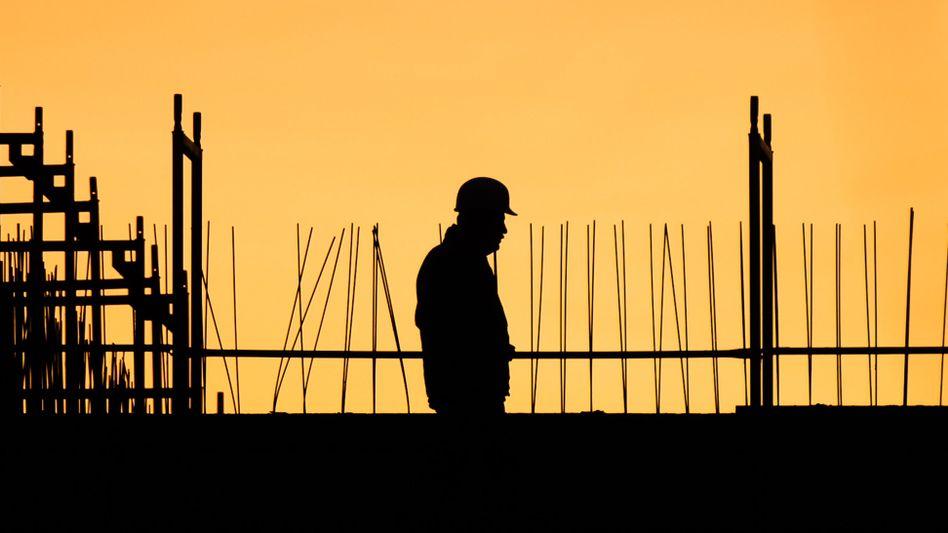 Noch geht die Sonne am Arbeitsmarkt nicht auf: Wegen der dritten Welle der Corona-Pandemie haben Wirtschaftsforscher die BIP-Prognose deutlich gesenkt