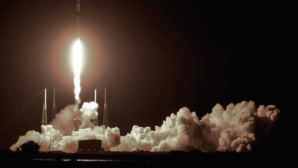 Rekord-Booster: Start einer Falcon-9-Rakete