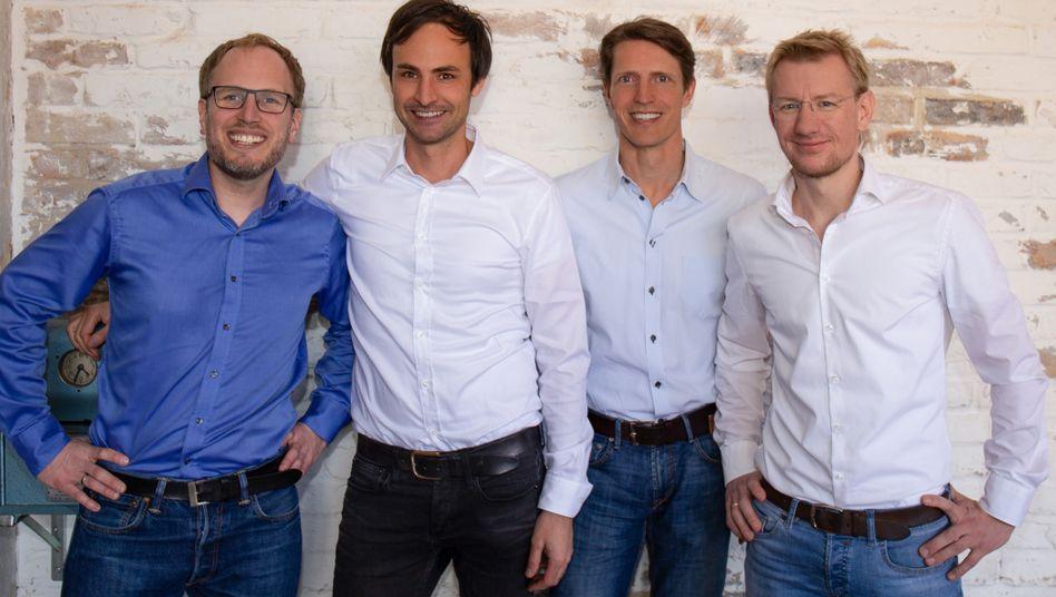 Abschied von Home24: Christoph Cordes (3. von links) verlässt den Möbel-Versandhändler, Marc Appelhoff, (2. von links) bleibt Vorstandschef