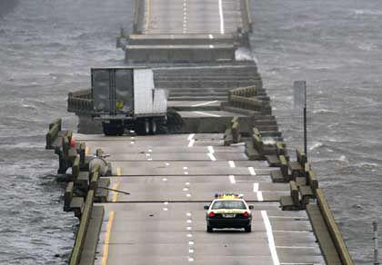 Die Brücke, die über die Escambia Bay nördlich von Pensacola führt, wurde zerstört