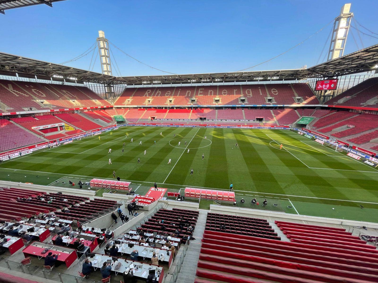 RheinEnergieStadion, Innenansicht, unten die Pressetribüne 07.03.2021, Fussball GER, Saison 2020 2021, 1. Bundesliga, 2