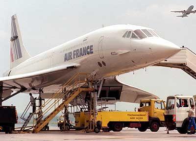 Klägliches Ende: Mit ihr flogen einst die Schönen und die Reichen. Doch nach 27 Jahren stutzen Air France und British Airways dem Supervogel Concorde die Flügel. Der Überschall-Jet bleibt ab Mai bzw. November dieses Jahres am Boden.