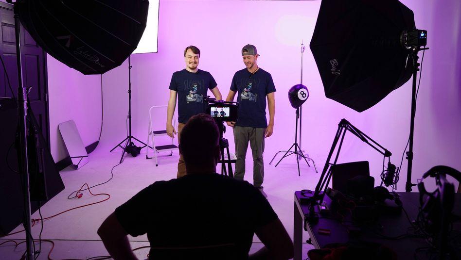 Mit Video zum Erfolg: Joe Bariso und Josh Noftz bereiten ihre Kickstarter-Kampagne vor. Ihr Ziel: Die Finanzierung für einen Marvel-Fanfilm einsammeln.
