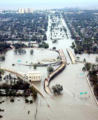 New Orleans überflutet: Die verheerenden Hurrikanschäden drückten den Gewinn der Münchener Rück