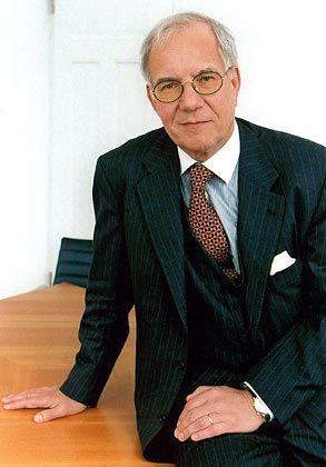 Brun-Hagen Hennerkes ist promovierter Jurist und sammelte Erfahrung als Manager in der Direktion von Mannesmann. Seit 1981 ist er Seniorpartner der Stuttgarter Sozietät Hennerkes, Kirchdörfer & Lorz, der er seit 1971 angehört. 1987 berief ihn die Universität Stuttgart zum Professor.