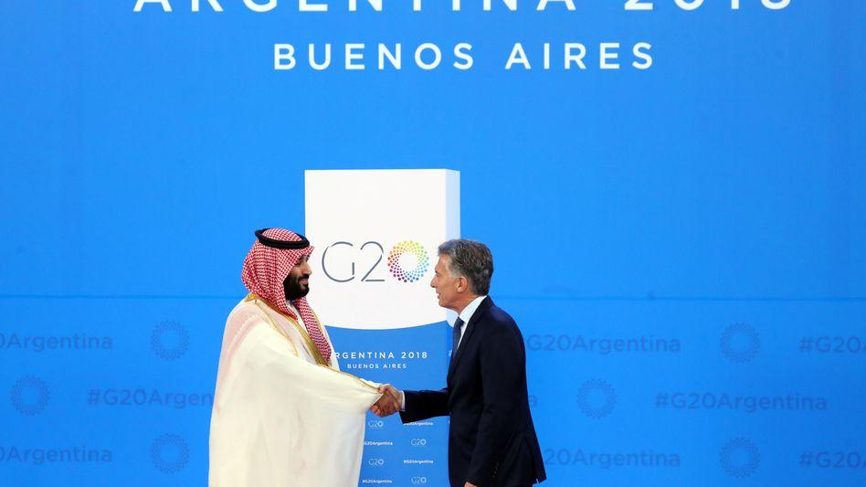 Auch der Blutprinz darf kommen: Saudi Arabiens Kronprinz Mohammed bin Salman wird von Argentiniens Präsident Mauricio Macri begrüßt