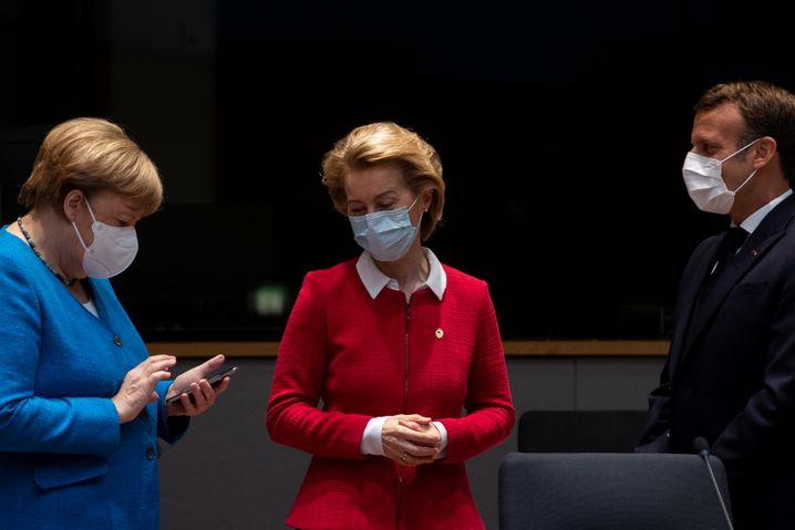Maskenball für Europa: Angela Merkel, Ursula von der Leyen und Emmanuel Macron