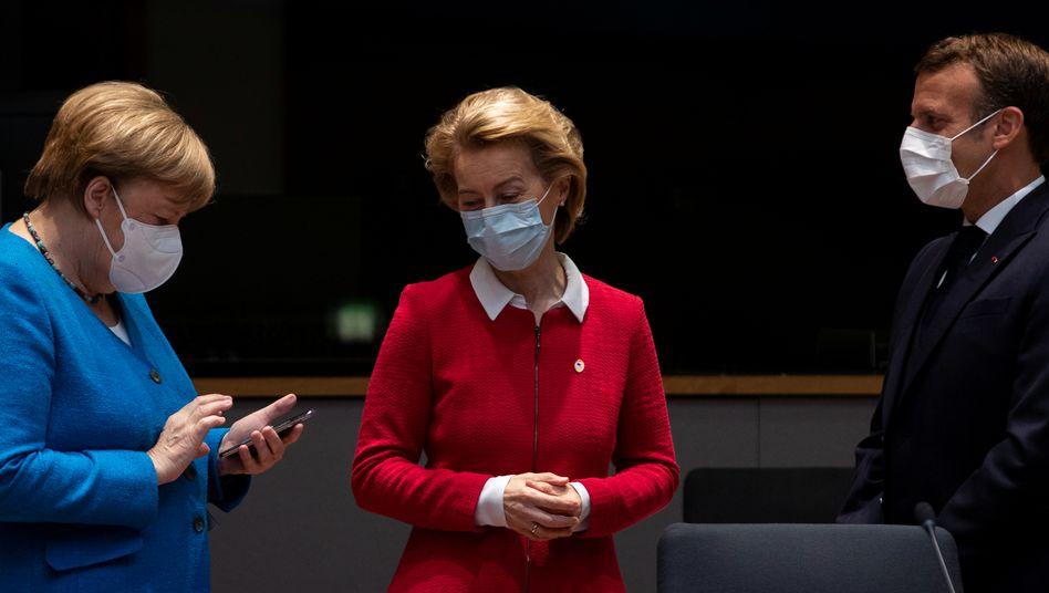 Ein Fonds für den Kontinent: EU-Kommissionspräsidentin Ursula von der Leyen mit Bundeskanzlerin Angela Merkel und Frankreichs Präsident Emmanuel Macron beim EU-Gipfel im Juli 2020