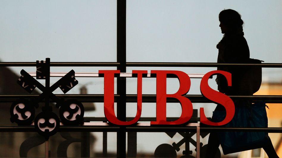 Saftige Strafen: Die Schweizer UBS muss sich zudem noch mit elf Ermittlungsverfahren gegen Mitarbeiter auseinandersetzen