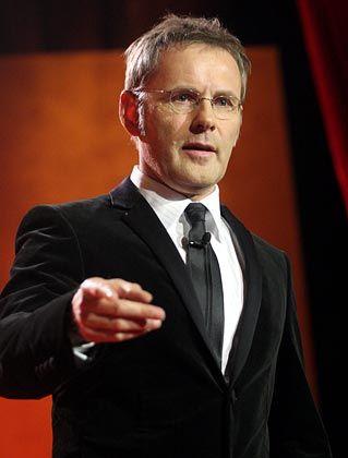 Reinhold Beckmann: Er lässt deinen Lieblingsstürmer schneller laufen.