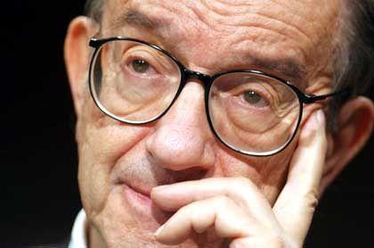 Mit dreizehn Zinssenkungen hat Fed-Chef Alan Greenspan die Zinsen auf das tiefste Niveau seit 45 Jahren gedrückt. Dies sollte die Wirtschaft endlich ankurbeln