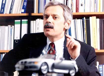 """""""Drei Marken wursteln nebeneinander her."""" Professor Willi Diez, Leiter des Instituts für Automobilwirtschaft in Geislingen"""