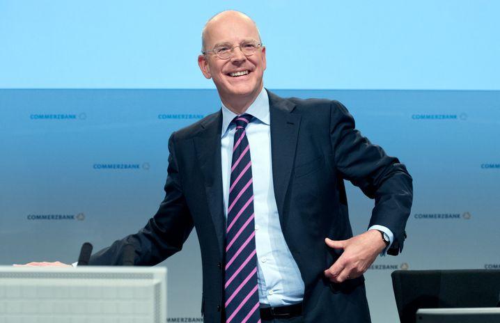 Gespenst in Deutschland: Commerzbank-Chef Blessing greift zu Strafzinsen