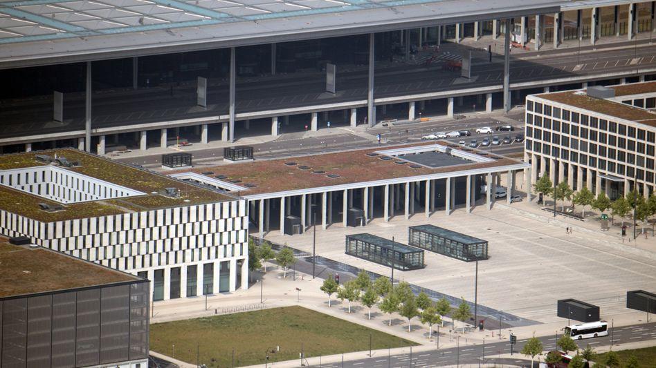 Beim pannengeplagten Hauptstadtflughafen BER sollen im Hauptterminal wichtige Technik-Anlagen erstmals zusammen getestet werden