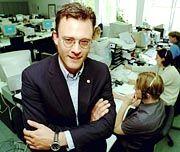 Vorstandschef Karl Matthäus Schmidt setzt den Rotstift an.