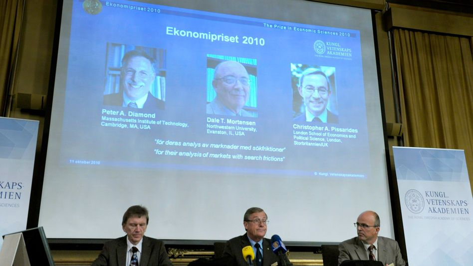 Ernsthaft geehrt: Verkündung der Ökonomie-Nobelpreisträger 2010 in Stockholm