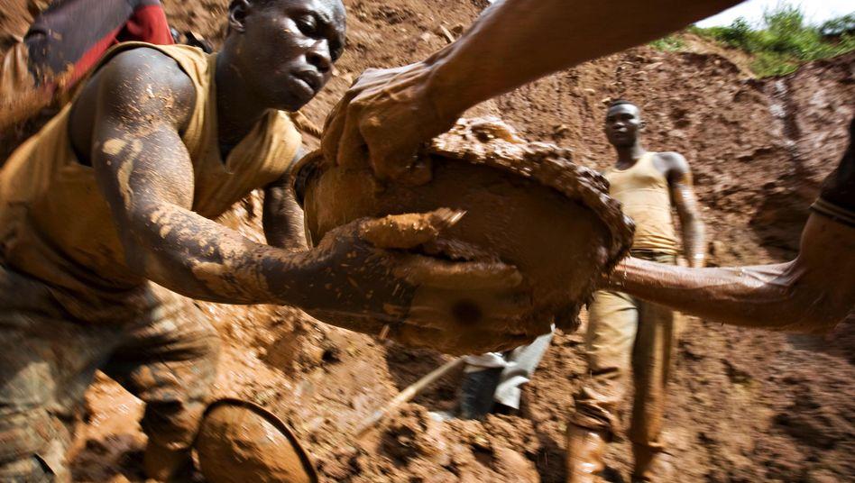 Goldgewinnung im Kongo: Immer mehr Minen dürften unter dem niedrigen Goldpreis leiden