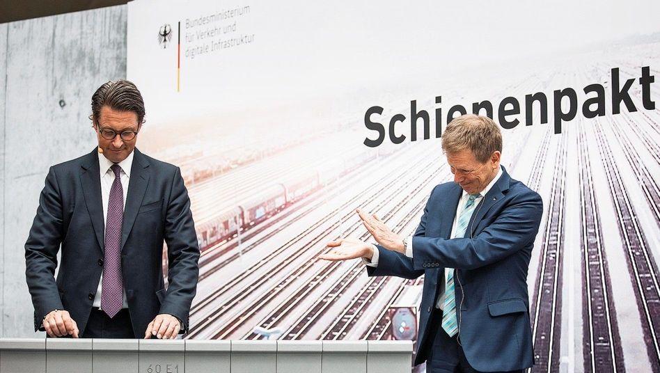 Applaus, Applaus:Bahn-VorsteherLutz(r.) huldigt VerkehrsministerAndreas Scheuer